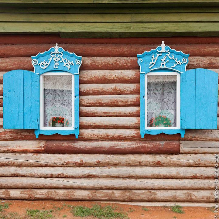 Traditional Russia: Fabulous hand-carved wooden window frames - 14