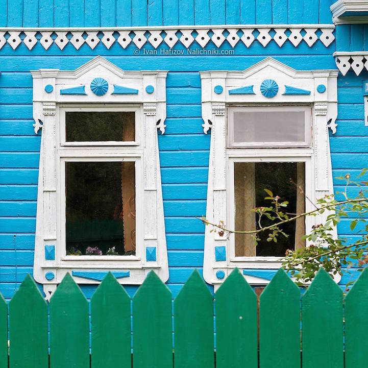 Traditional Russia: Fabulous hand-carved wooden window frames - 15
