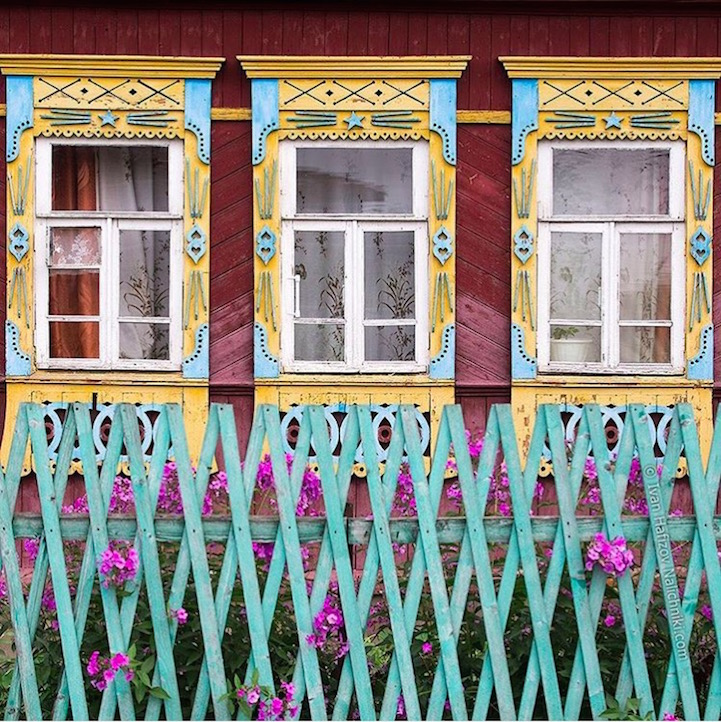 Traditional Russia: Fabulous hand-carved wooden window frames - 16