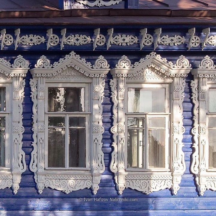 Traditional Russia: Fabulous hand-carved wooden window frames - 18