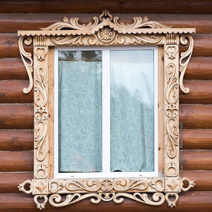 Traditional Russia: Fabulous hand-carved wooden window frames - 2