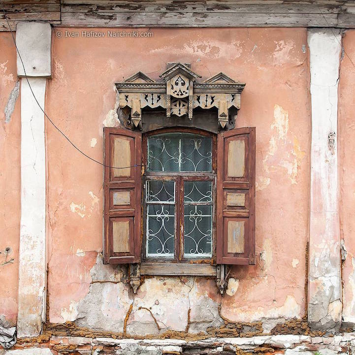 Traditional Russia: Fabulous hand-carved wooden window frames - 21