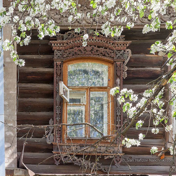 Traditional Russia: Fabulous hand-carved wooden window frames - 22