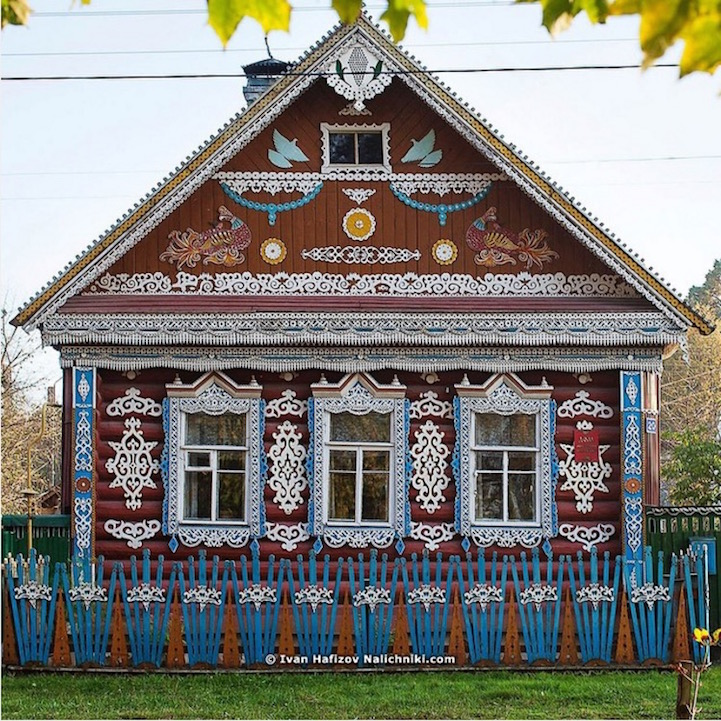 Traditional Russia: Fabulous hand-carved wooden window frames - 5
