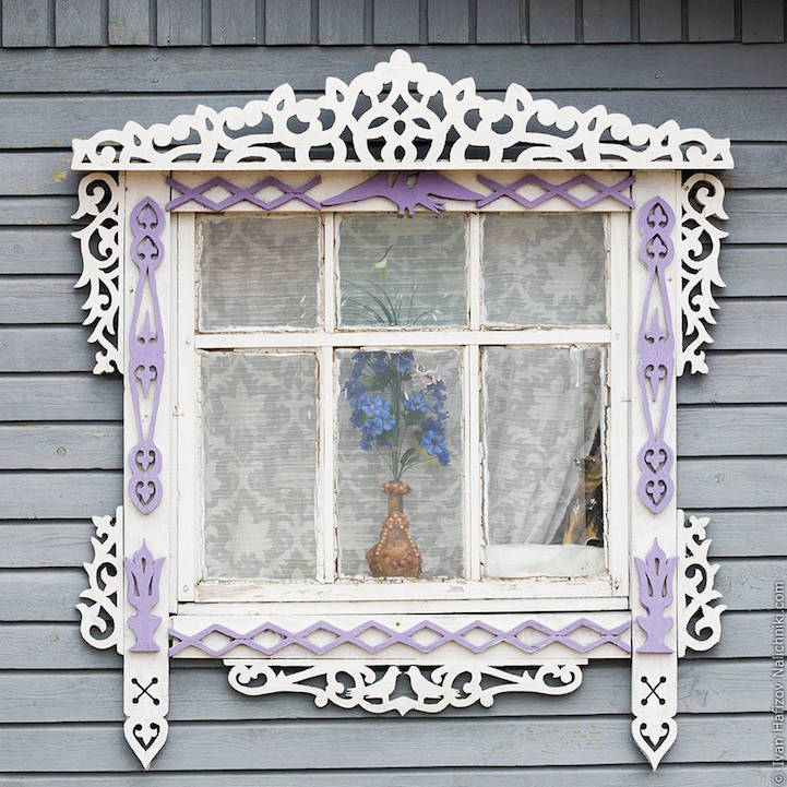Traditional Russia: Fabulous hand-carved wooden window frames - 9