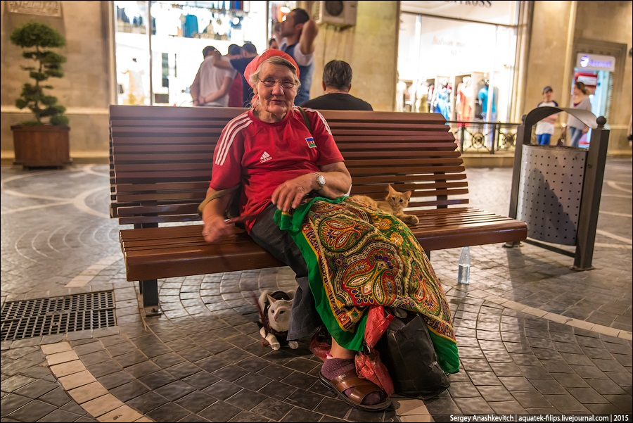 Azerbaijan: Brilliance and poverty on the streets of night Baku - 13