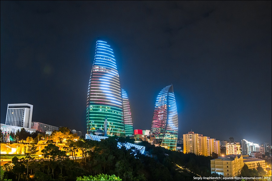 Azerbaijan: Brilliance and poverty on the streets of night Baku - 7