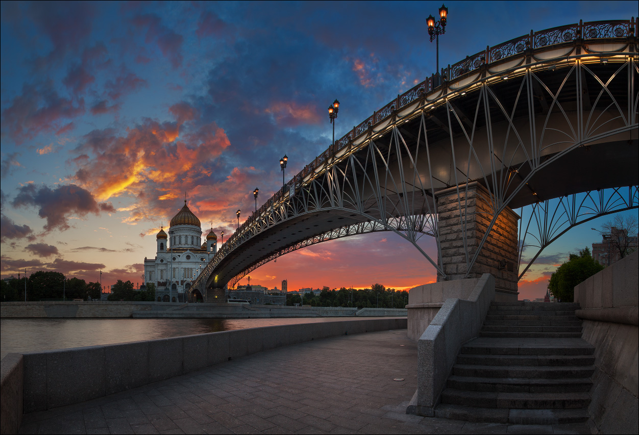 Bright photographs of night Moscow by Andrey Ulyashev - 1