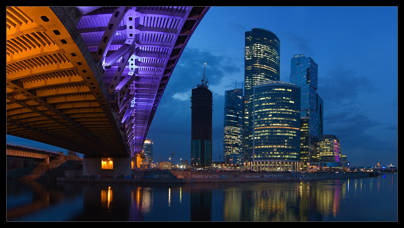 Bright photographs of night Moscow by Andrey Ulyashev - 11