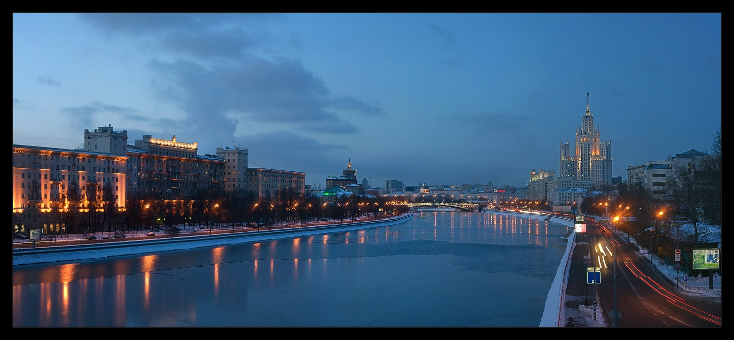 Bright photographs of night Moscow by Andrey Ulyashev - 18