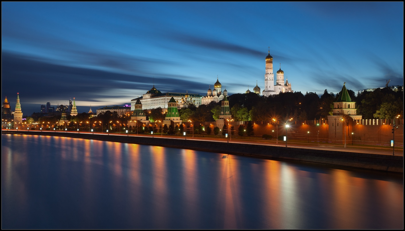 Bright photographs of night Moscow by Andrey Ulyashev - 2