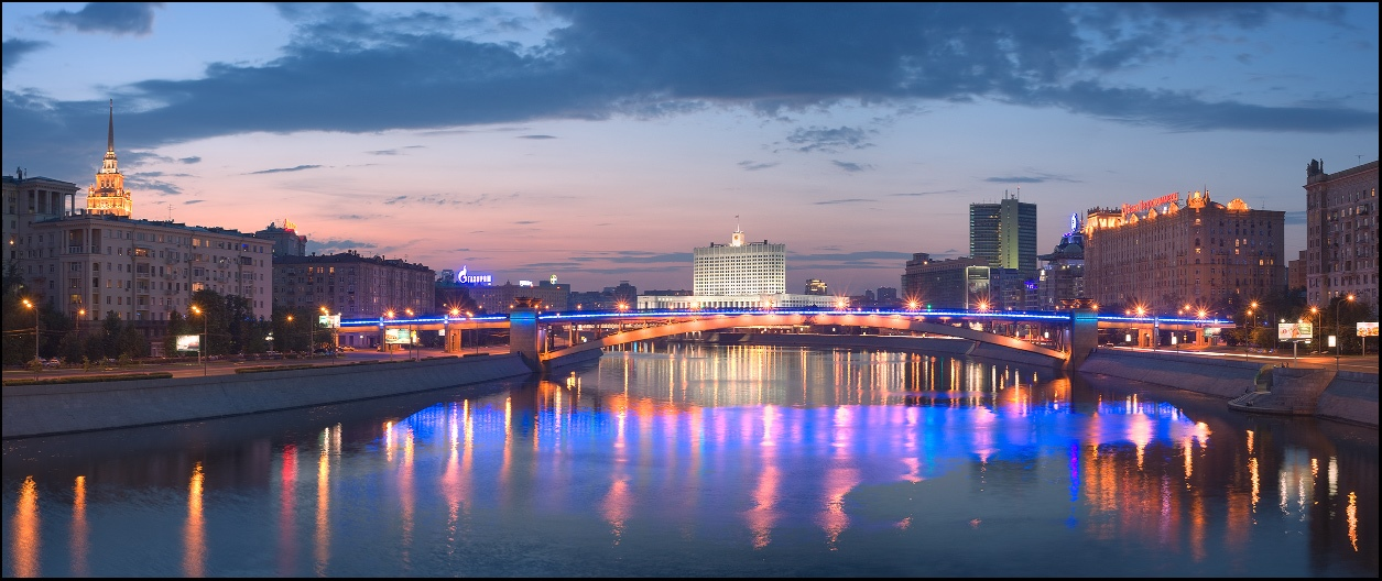 Bright photographs of night Moscow by Andrey Ulyashev - 20
