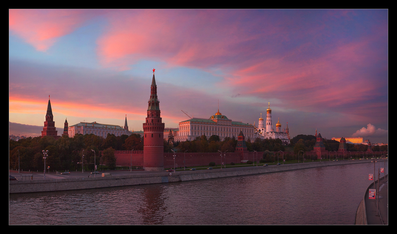 Bright photographs of night Moscow by Andrey Ulyashev - 21