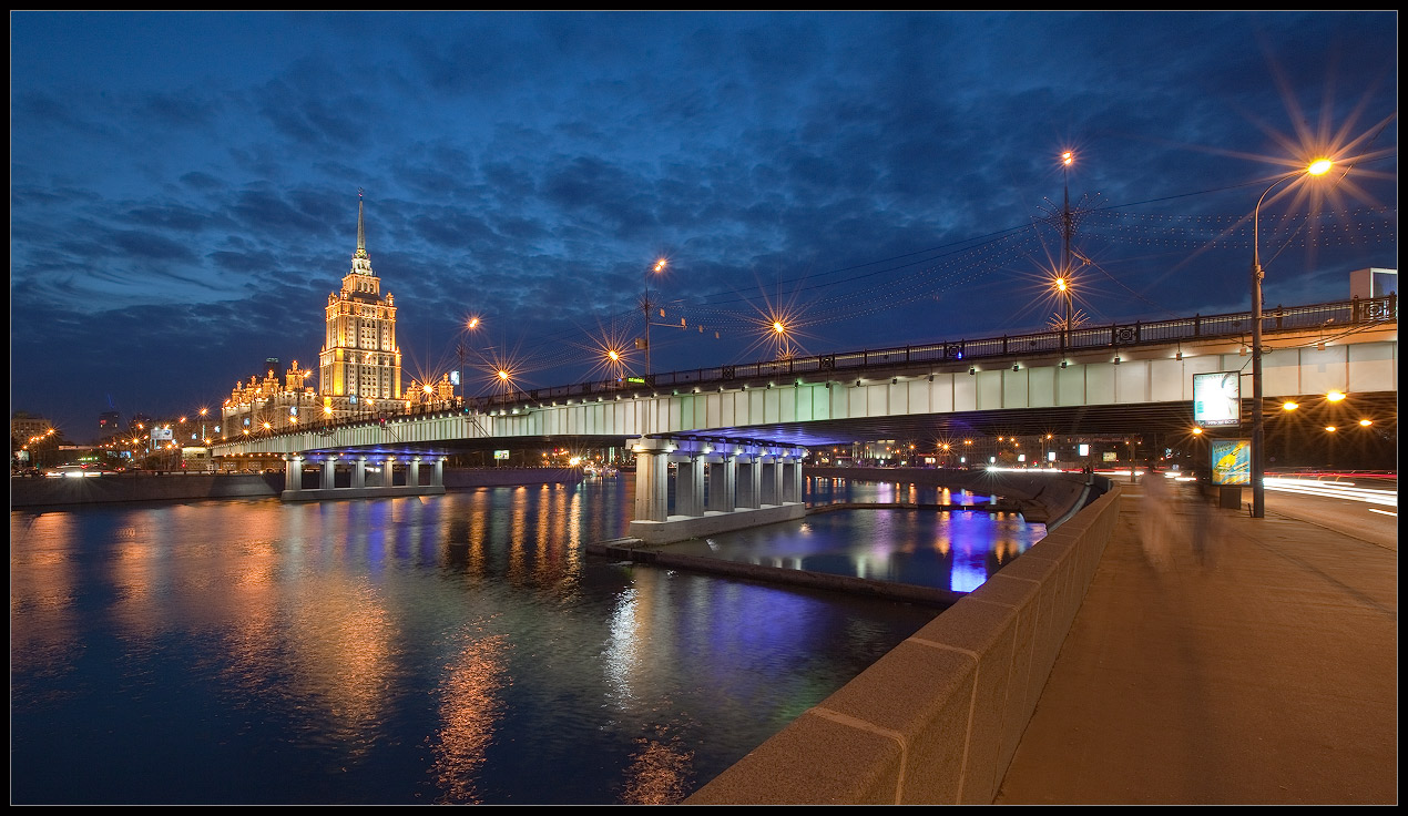 Bright photographs of night Moscow by Andrey Ulyashev - 23