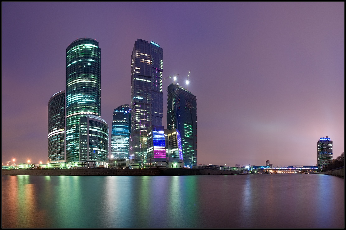 Bright photographs of night Moscow by Andrey Ulyashev - 31