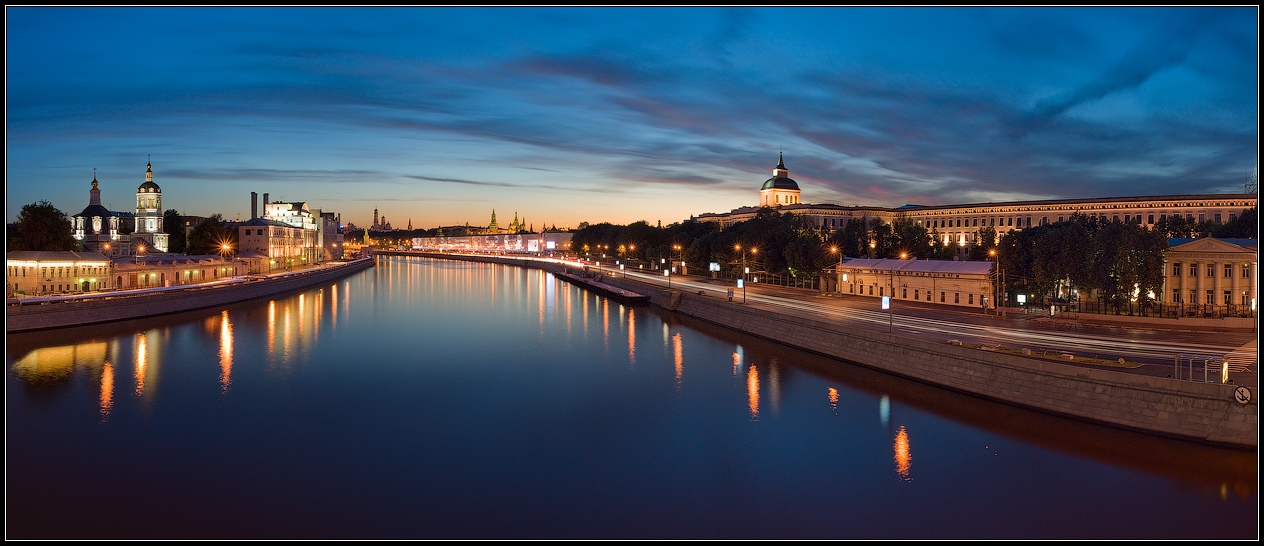 Bright photographs of night Moscow by Andrey Ulyashev - 32