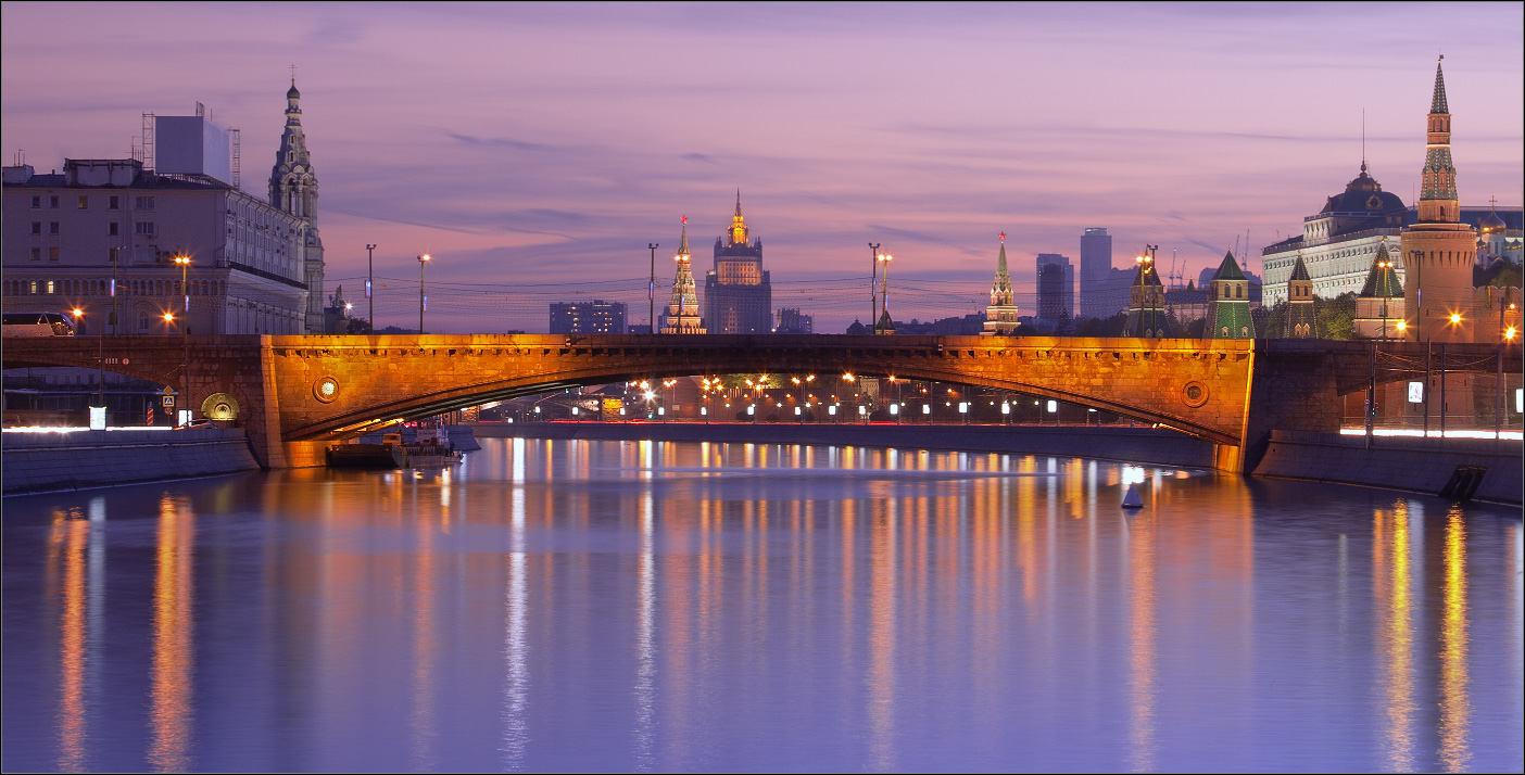 Bright photographs of night Moscow by Andrey Ulyashev - 34