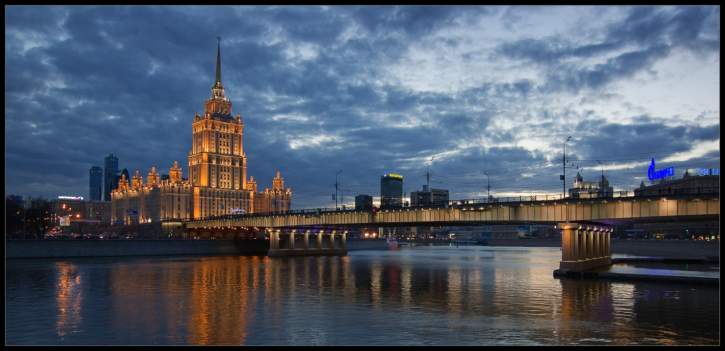 Bright photographs of night Moscow by Andrey Ulyashev - 36