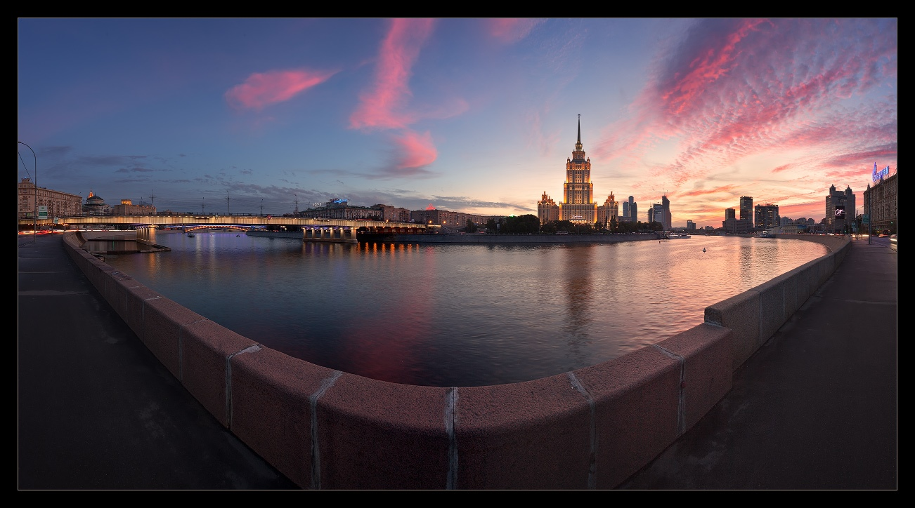 Bright photographs of night Moscow by Andrey Ulyashev - 5