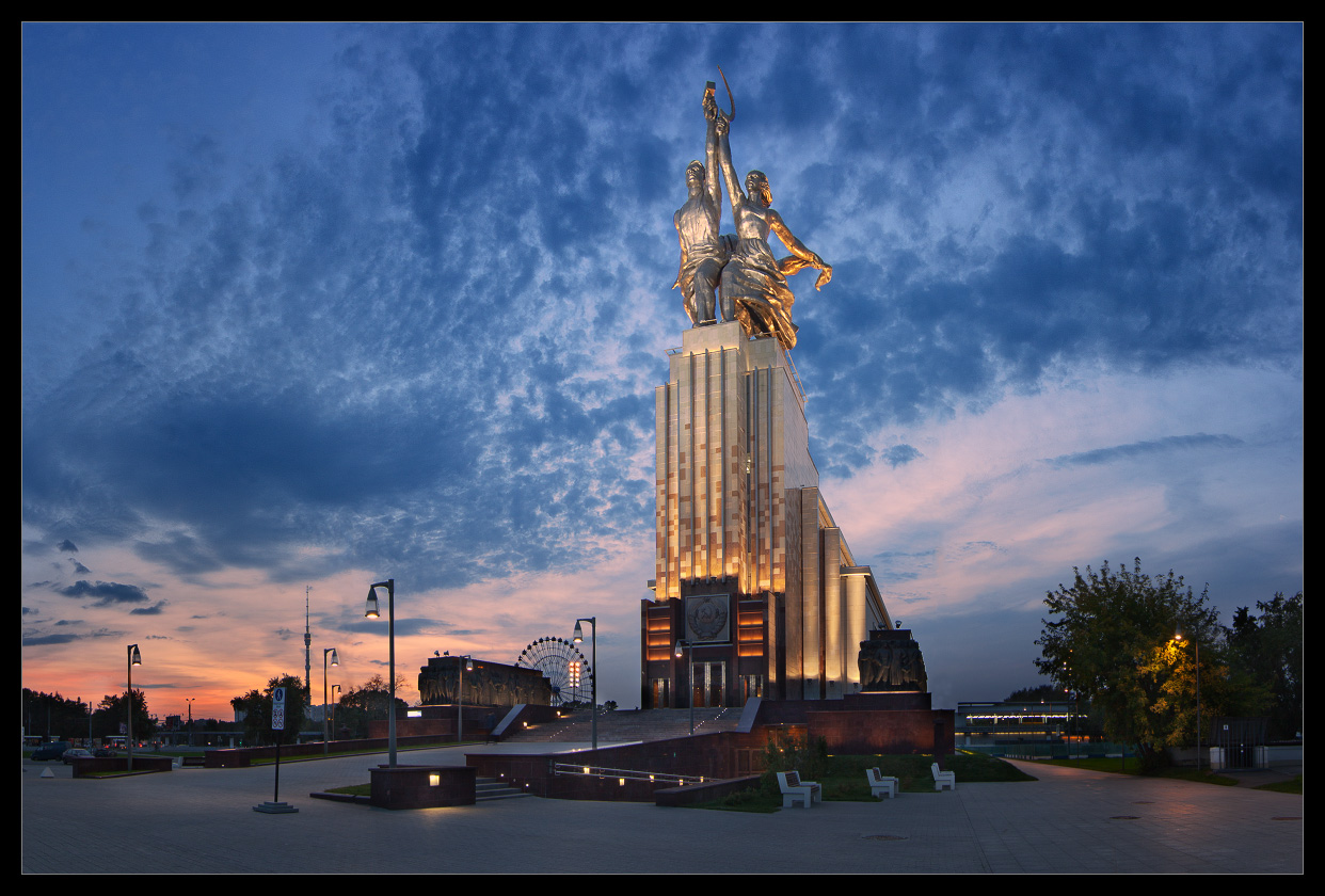 Bright photographs of night Moscow by Andrey Ulyashev - 7
