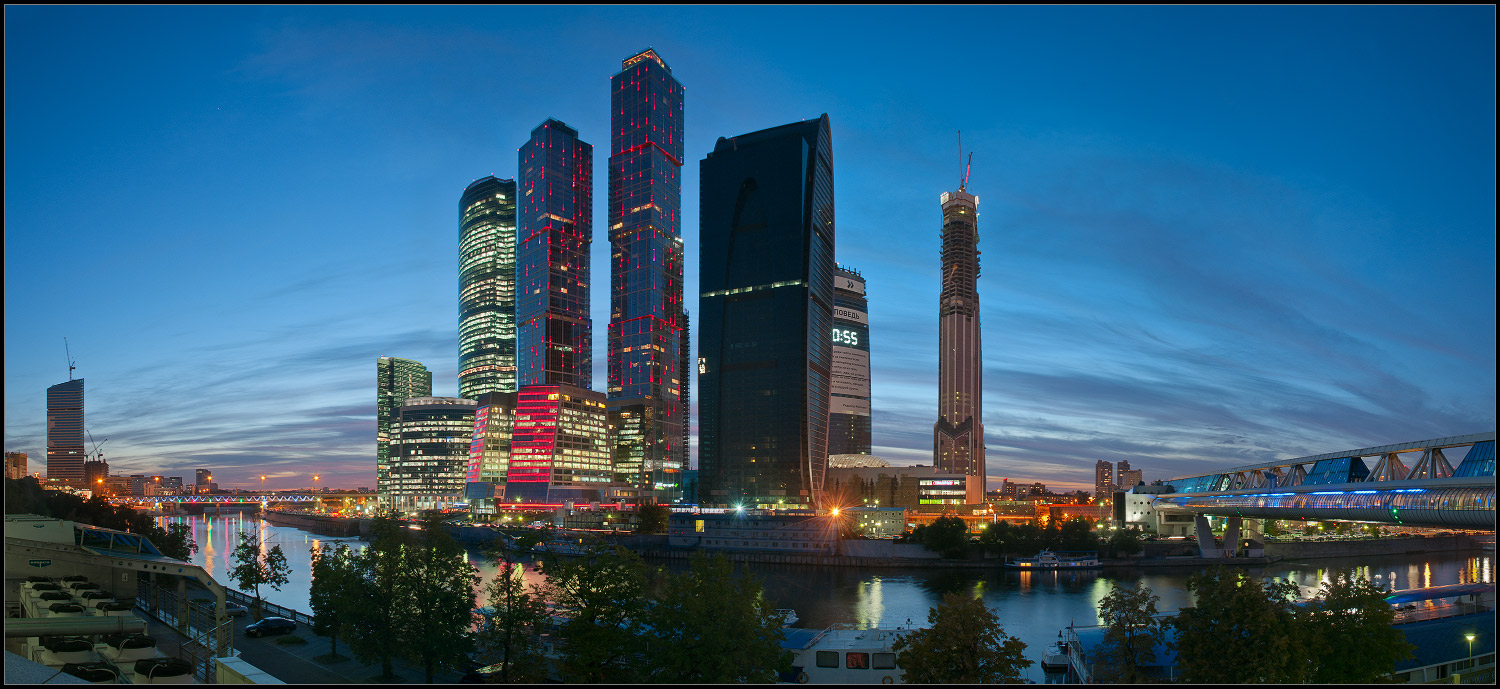 Bright photographs of night Moscow by Andrey Ulyashev - 9