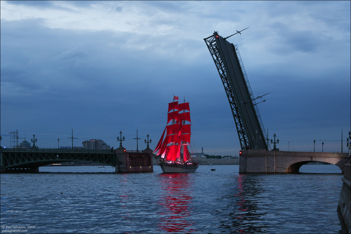 Scarlet Sails 2015: Bright fireworks show in Saint Petersburg - 1