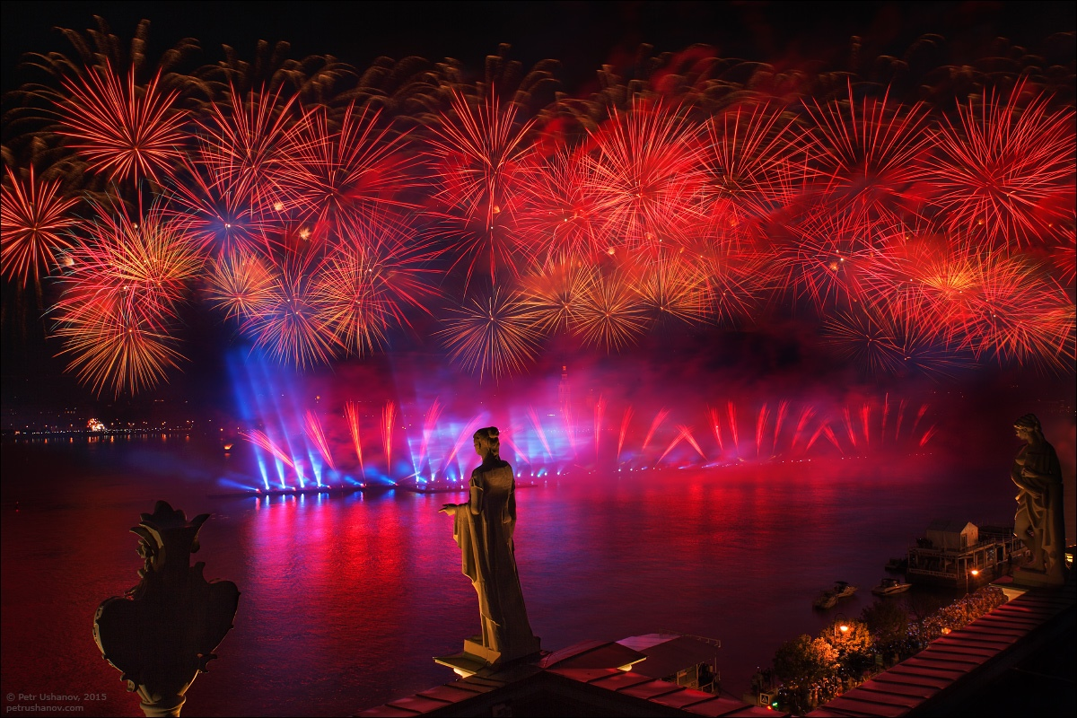 Scarlet Sails 2015: Bright fireworks show in Saint Petersburg - 12