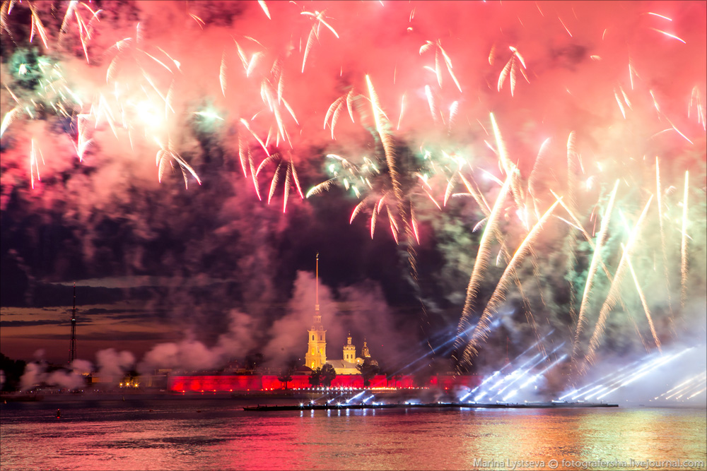 Scarlet Sails 2015: Bright fireworks show in Saint Petersburg - 30