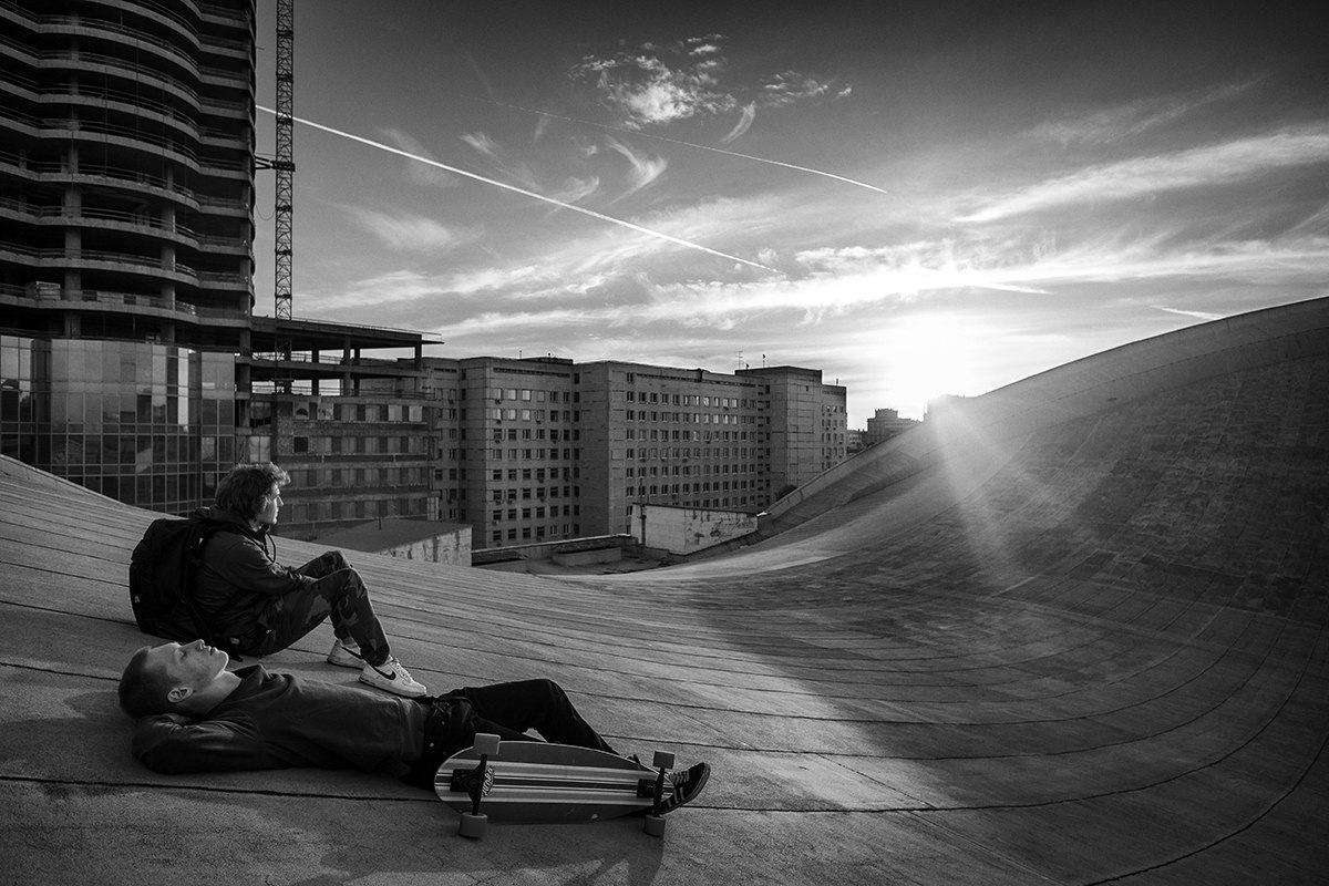 Skateboarding on the roof of the Olimpiysky Swimming Pool - 10