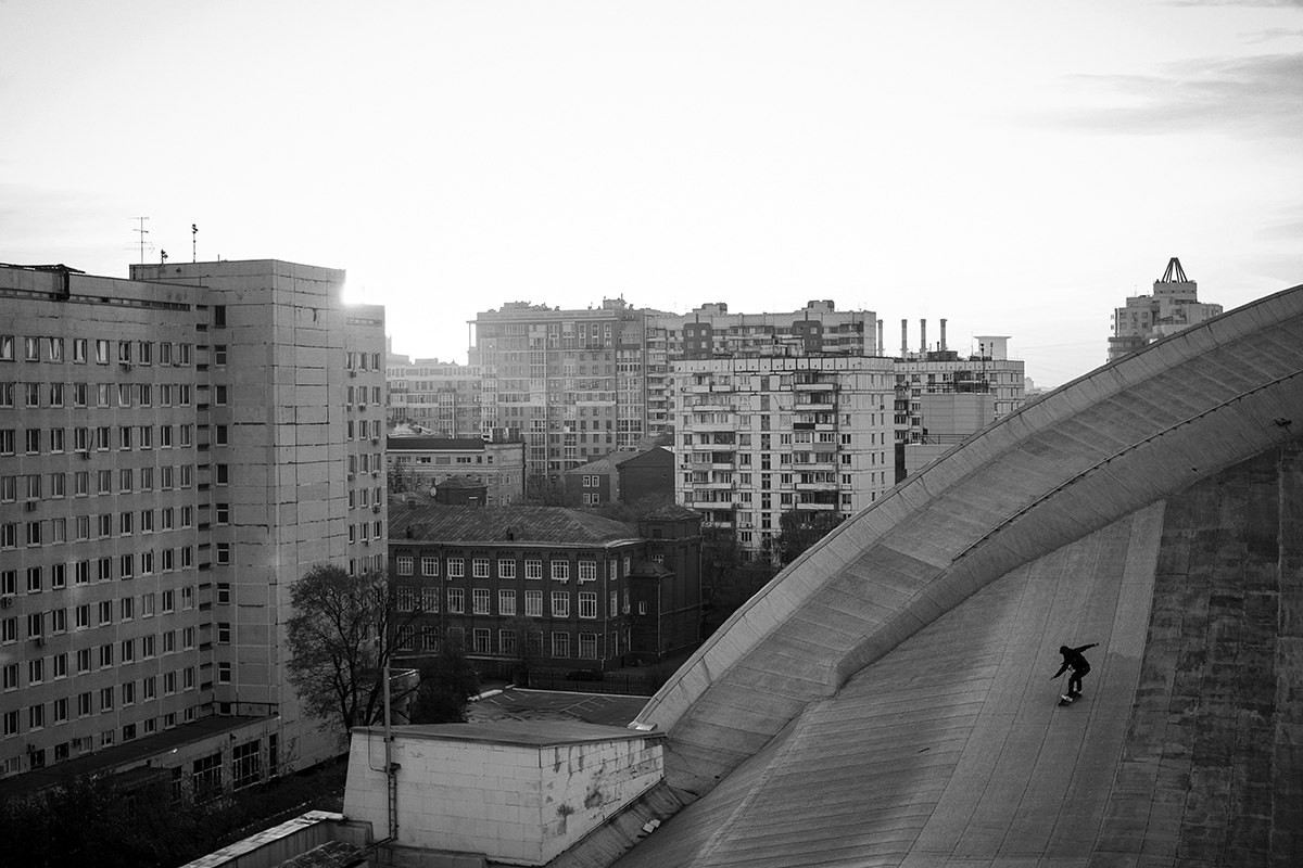 Skateboarding on the roof of the Olimpiysky Swimming Pool - 8