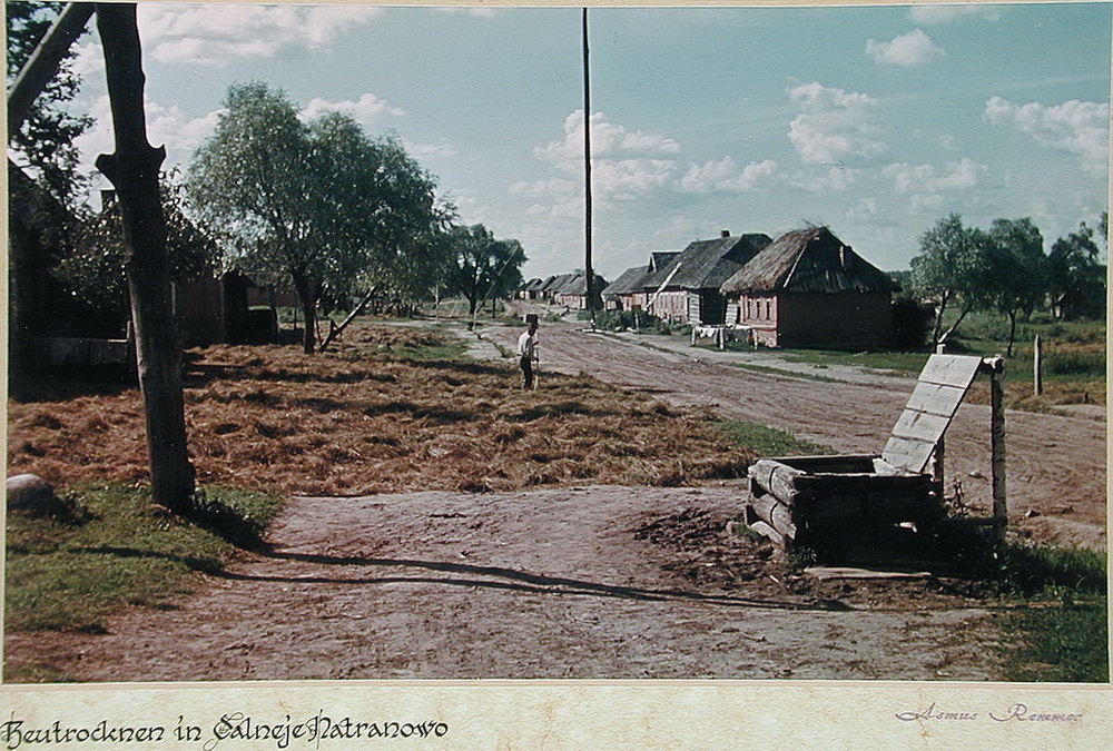 Soviet village during WWII on the photos of Asmus Remmer - 8