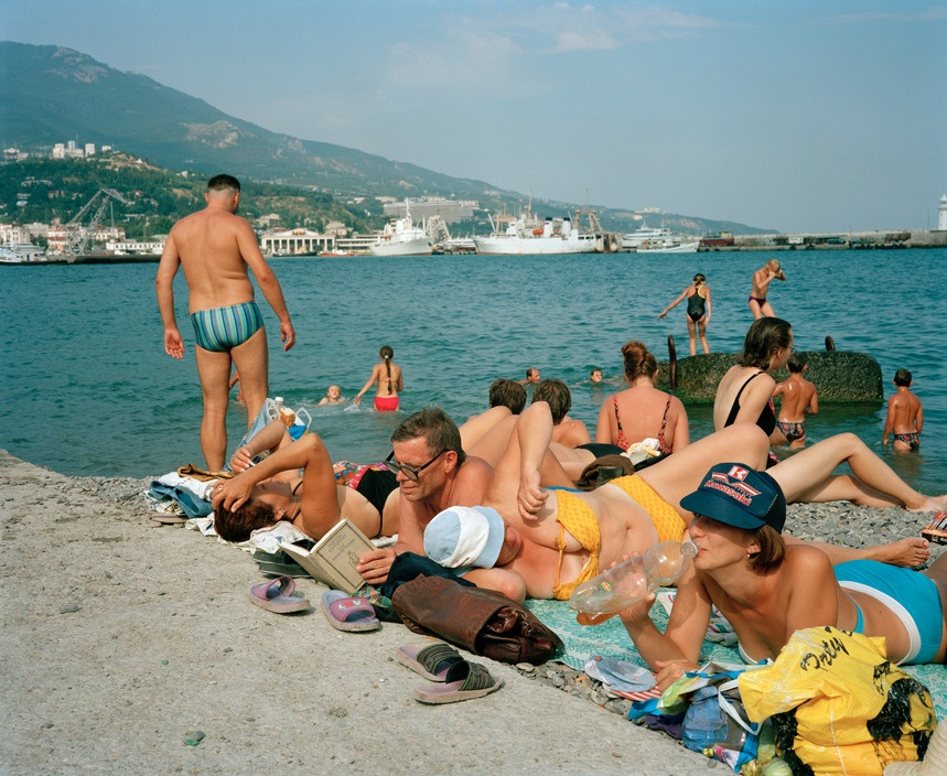 Ukraine 1990s: The city of Yalta on photos by Martin Parr - 25