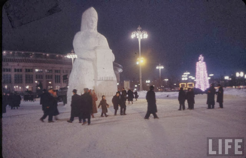 Vintage photos of the harsh winter in the era of Soviet Union - 13