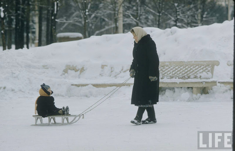 Vintage photos of the harsh winter in the era of Soviet Union - 16