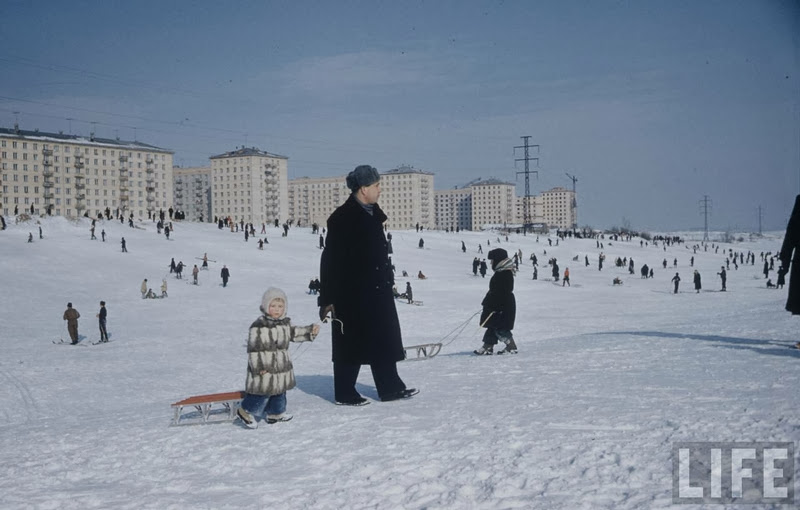 Vintage photos of the harsh winter in the era of Soviet Union - 19
