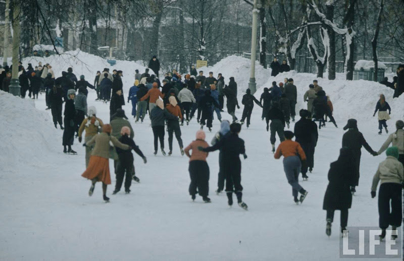 Vintage photos of the harsh winter in the era of Soviet Union - 22