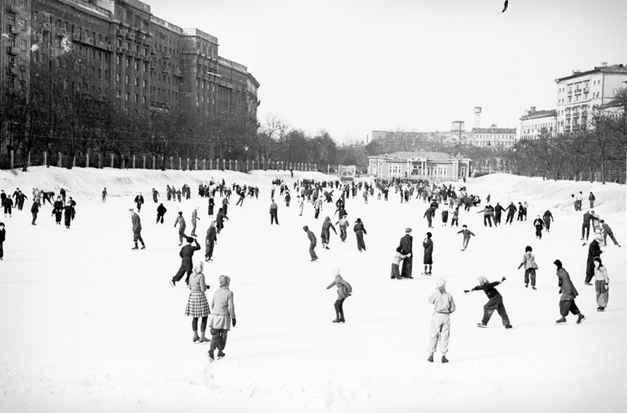 Vintage photos of the harsh winter in the era of Soviet Union - 31