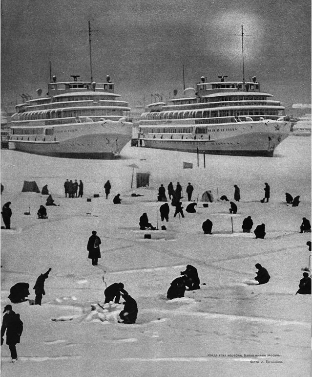 Vintage photos of the harsh winter in the era of Soviet Union - 32