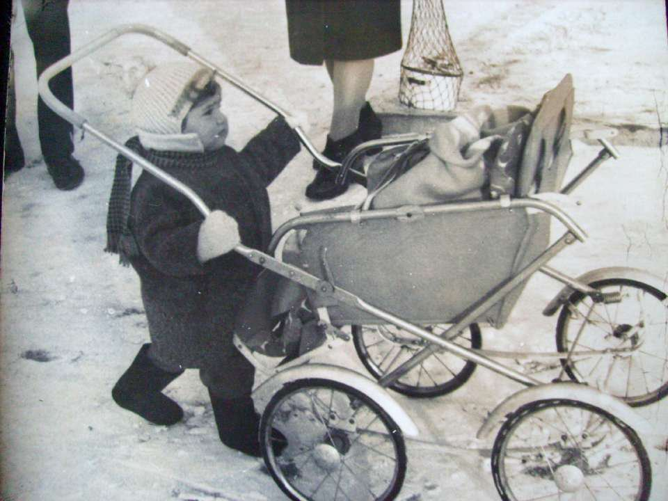 Vintage photos of the harsh winter in the era of Soviet Union - 40