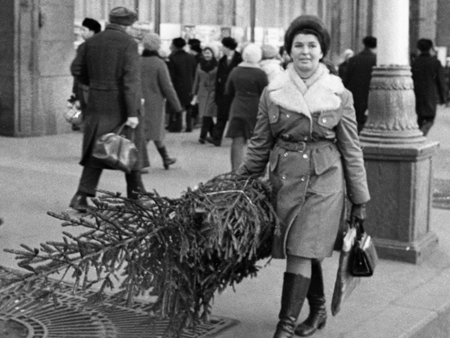 Vintage photos of the harsh winter in the era of Soviet Union - 43