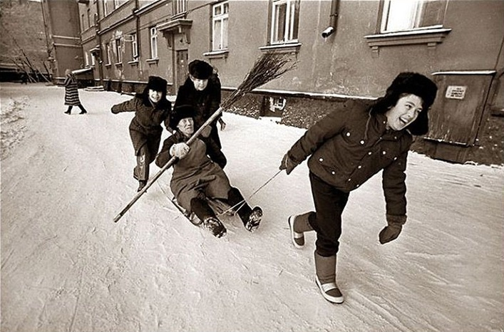 Vintage photos of the harsh winter in the era of Soviet Union - 7