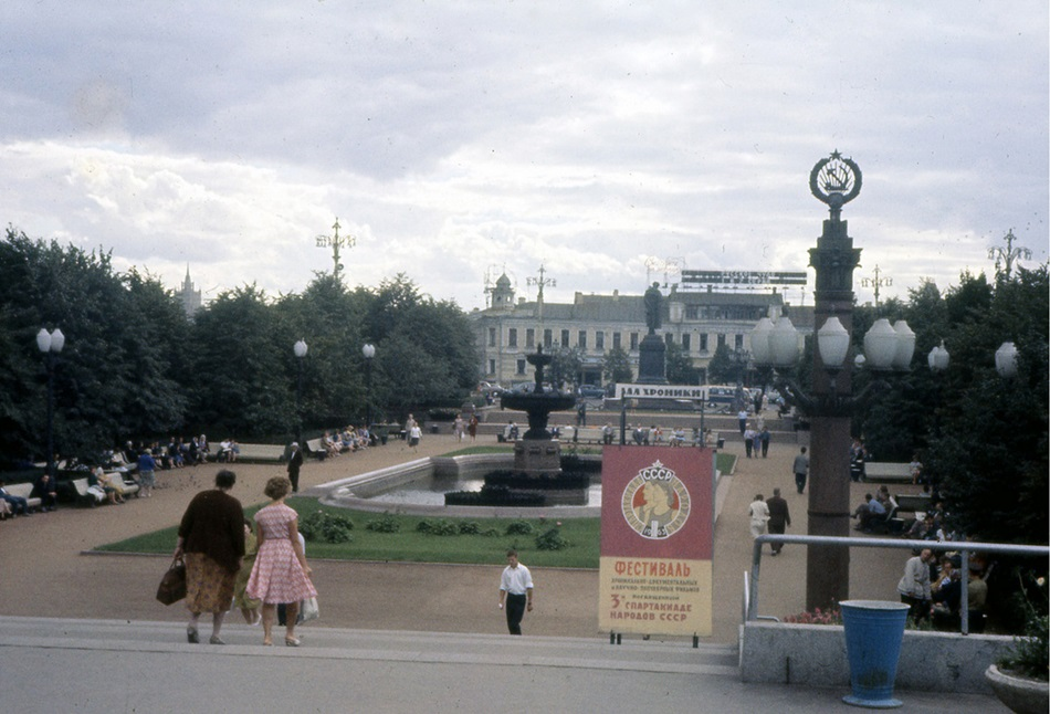Moscow in 1963: Vintage photographs by Gerald Bloncourt - 10