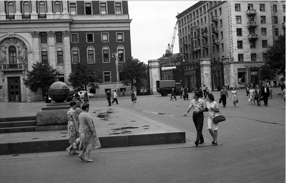 Moscow in 1963: Vintage photographs by Gerald Bloncourt - 39