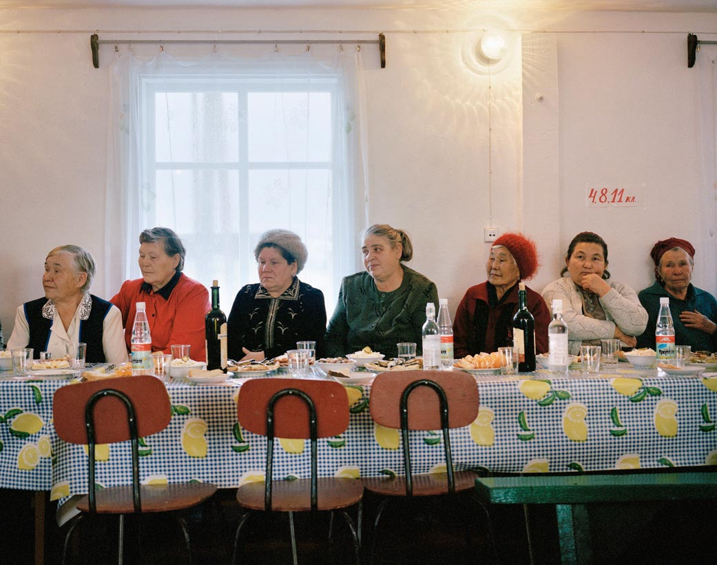 Motherland: Photos of unfeigned Russia by Simon Roberts - 19