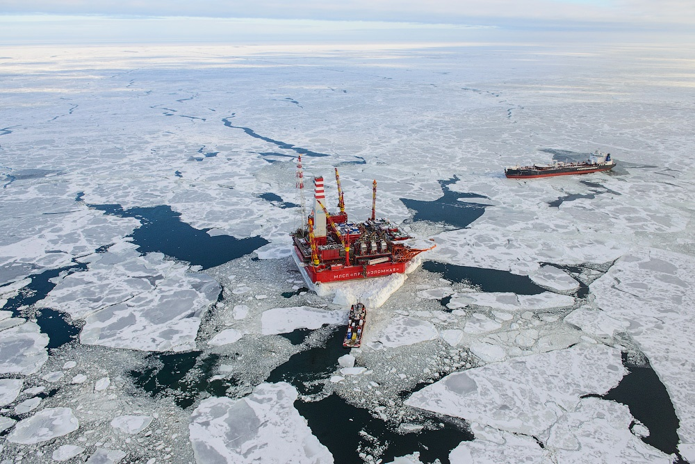 Russian ice-resistant oil platform Prirazlomnaya in the Arctic - 1