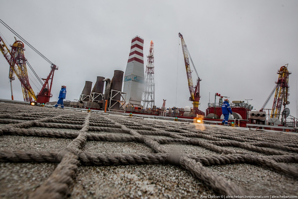 Russian ice-resistant oil platform Prirazlomnaya in the Arctic - 15