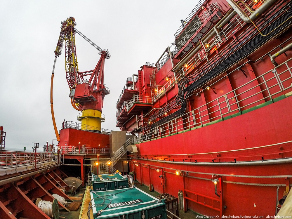 Russian ice-resistant oil platform Prirazlomnaya in the Arctic - 5