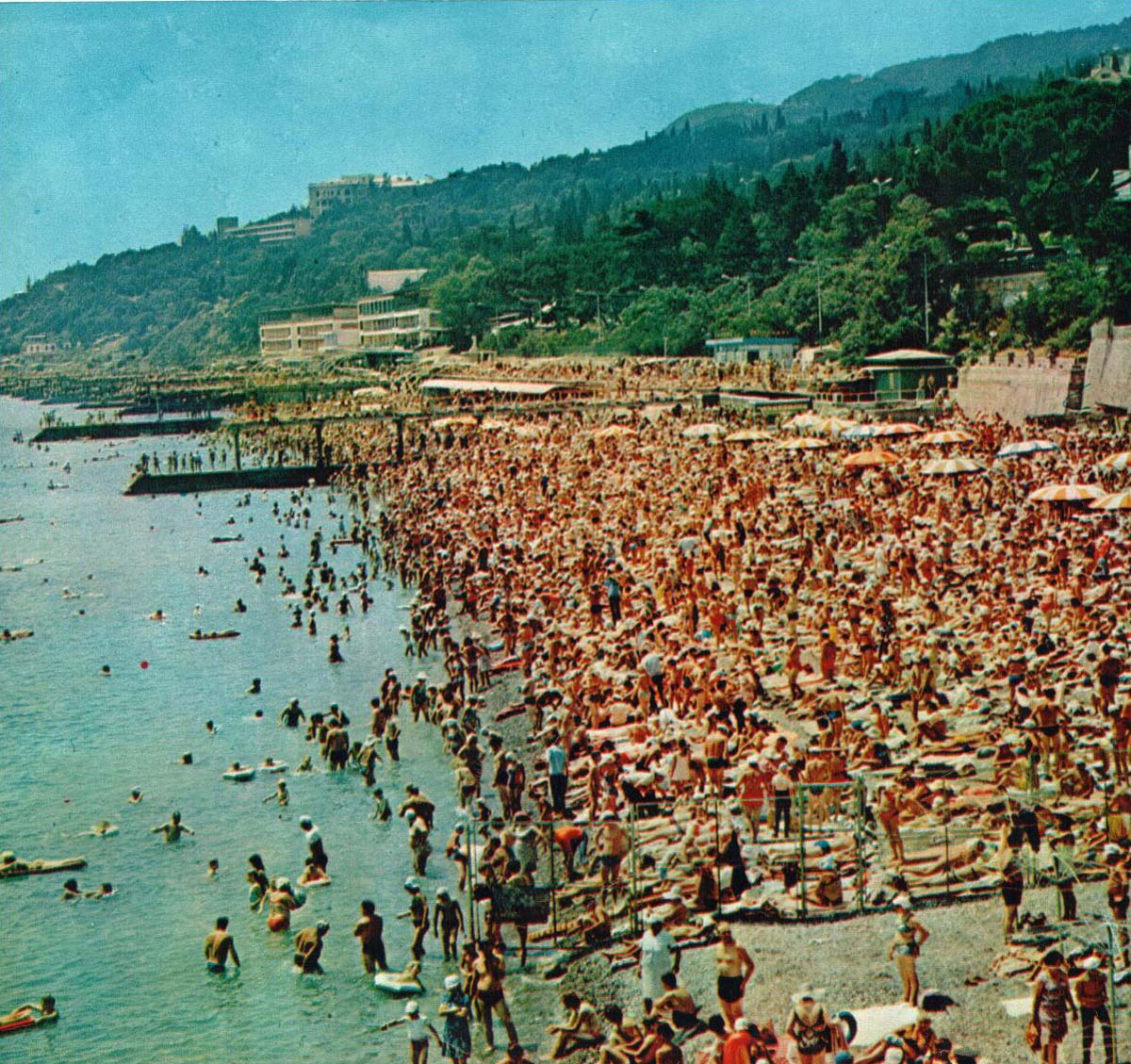 Historical photographs of Soviet Crimea's resort cities in 1970s - 27