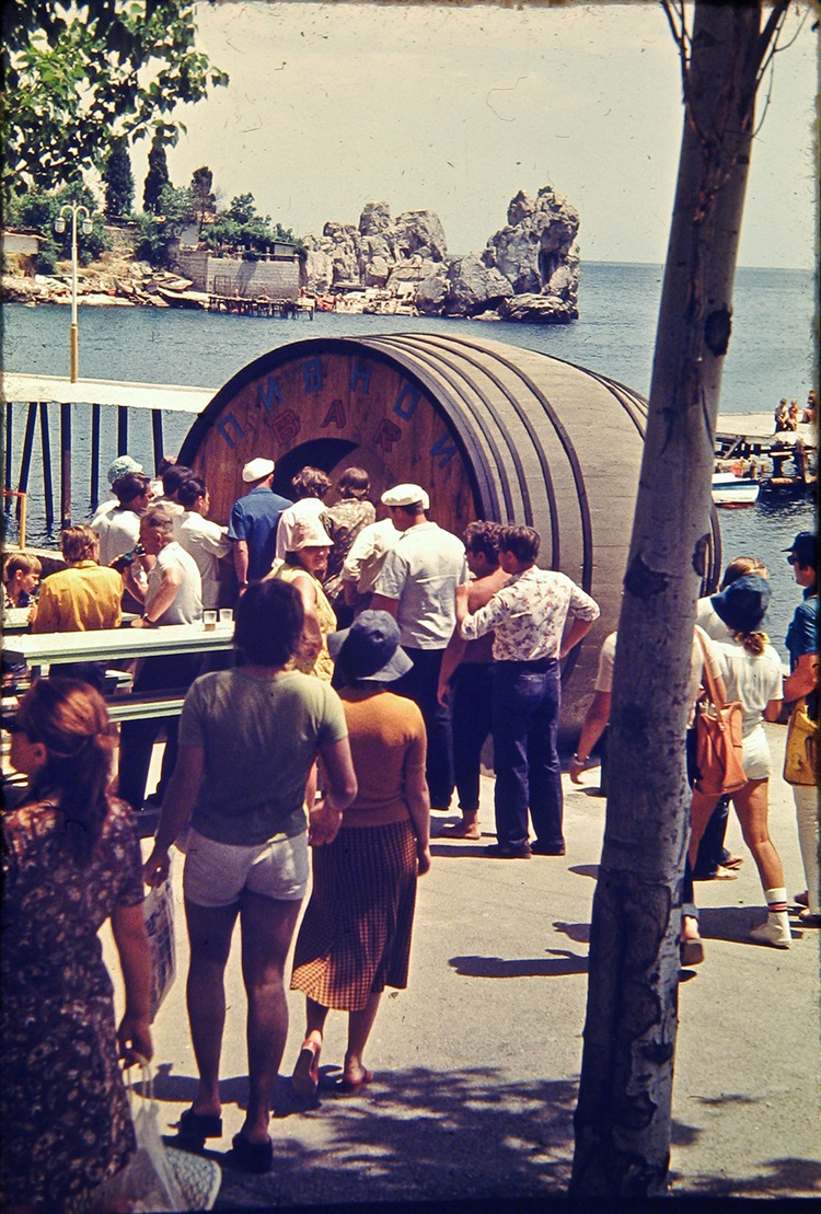 Historical photographs of Soviet Crimea's resort cities in 1970s - 4