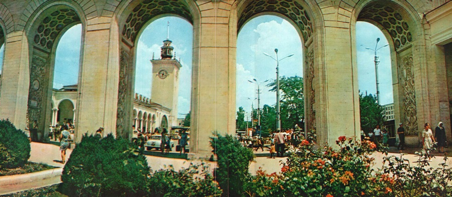 Historical photographs of Soviet Crimea's resort cities in 1970s - 44